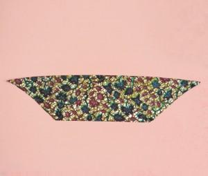 Comment plier et nouer un bandana ? Ce tutoriel vous explique en images comment faire pour devenir une as du bandeau !