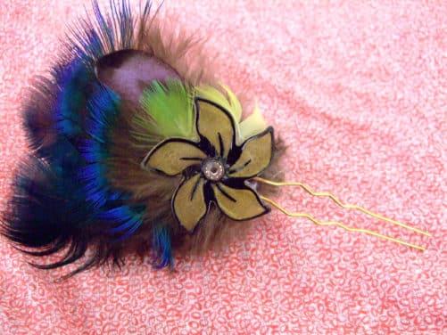 Epingle à cheveux Fleur noire et plumes