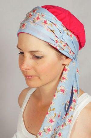 bonnet-foulard-chimiotherapie-fleurs-framboise