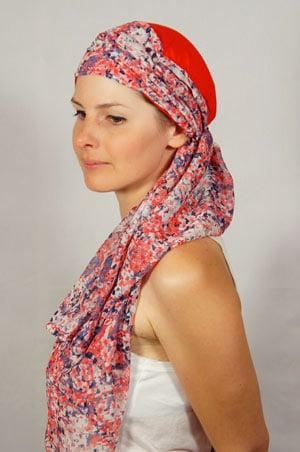 bonnet-foulard-chimiotherapie-rouge-violet