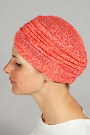 bonnet-chimiotherapie-foudre-leopard-corail-pli