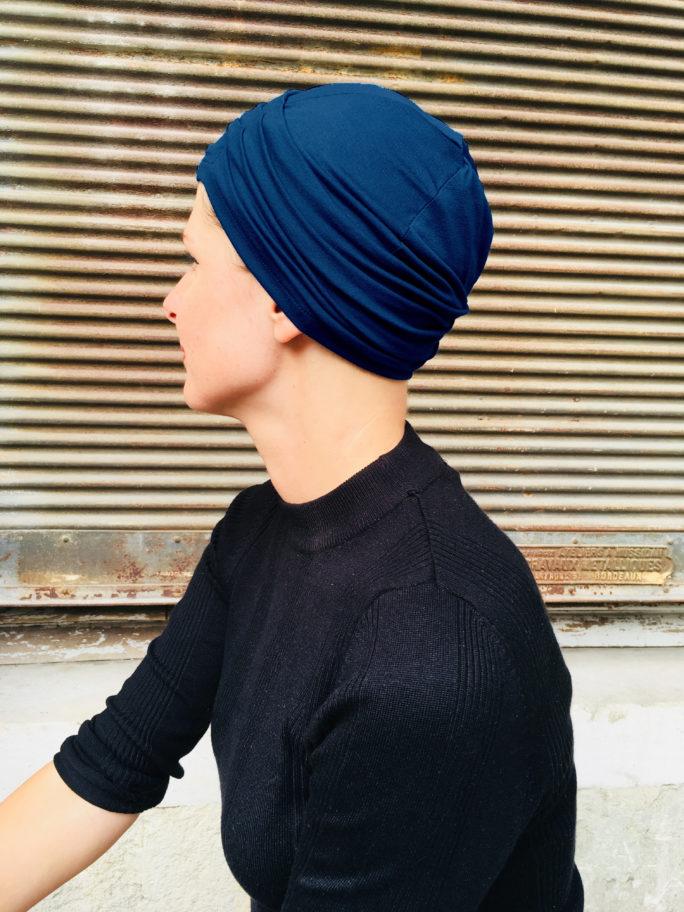bonnet-chimiotherapie-plis-bleu-marine-foudre