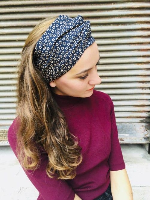 Bandeau à cheveux en coton japonais bleu marine à fleurs de la marque Foudre