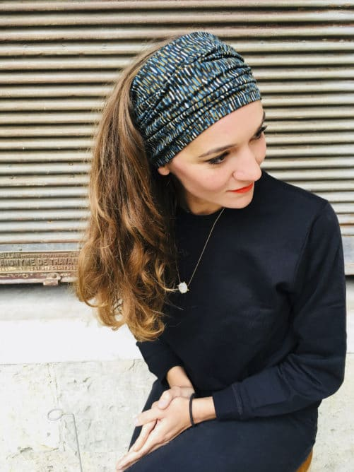 Bandeau à cheveux à scratch graphique bleu et noir de la marque Foudre