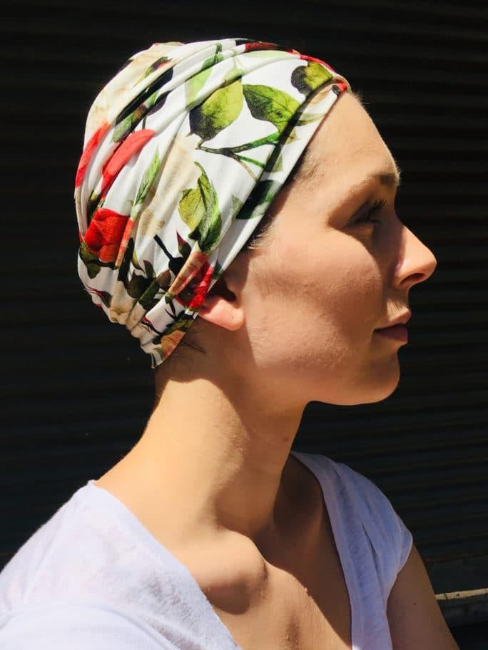 turban-chimiotherapie-a-fleurs-facile-a-mettre