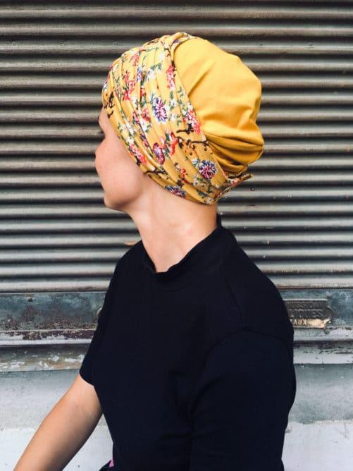 ensemble de bonnet et bandeau pour chimiotherapie à fleurs liberty jaune aki