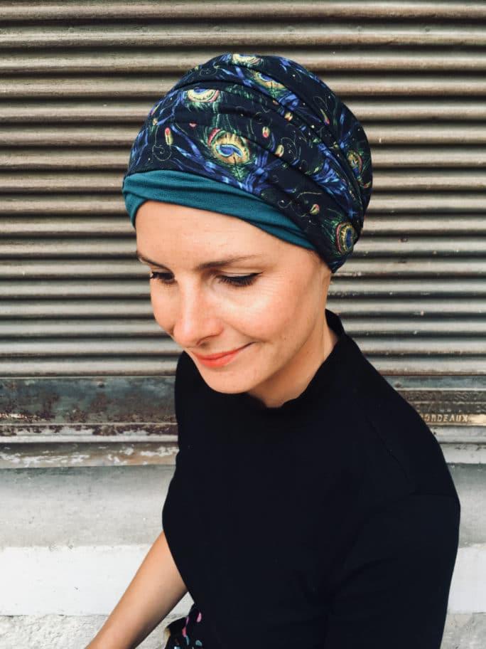 ensemble de bandeau et bonnet pour chimiotherapie motif plumes de paon
