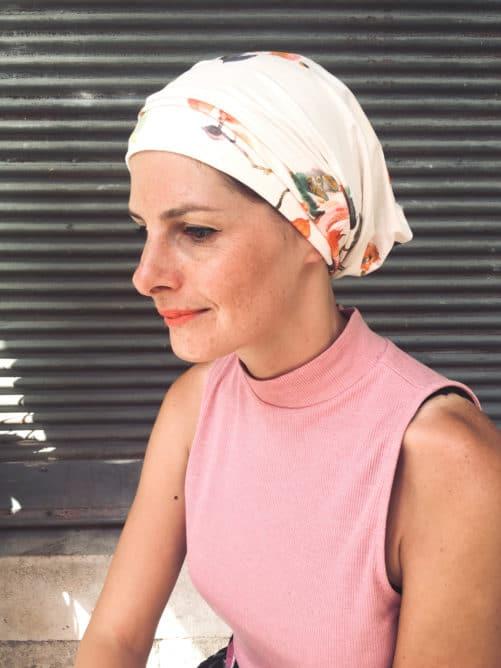 Le bandeau à scratch pour chimiothérapie pivoine est facile à mettre