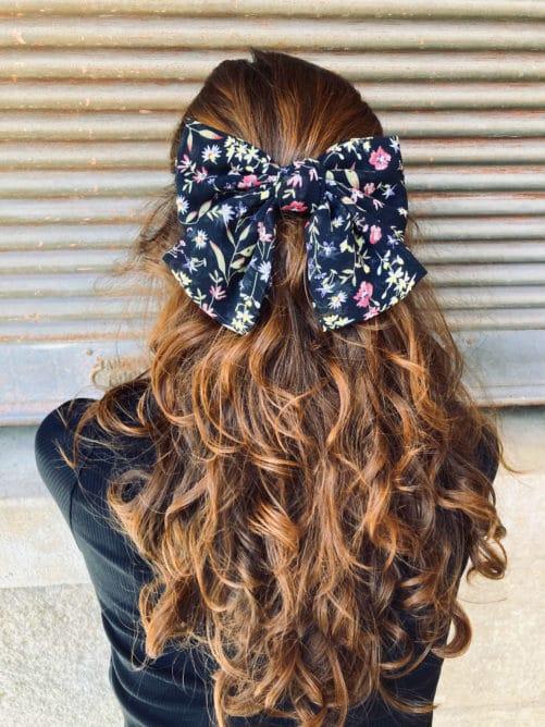 gros_noeud-a-cheveux-tissu_fleurs-noir