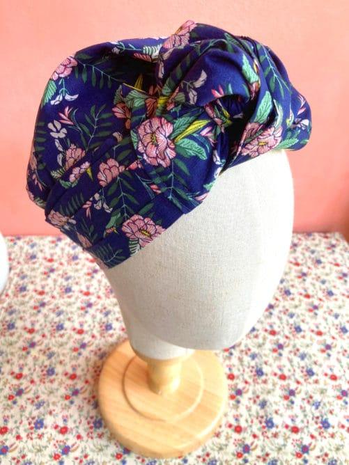 foulard_alopecie_fleurs_hawai_bleu