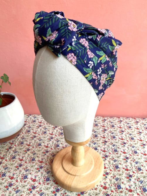 foulard_alopecie_pelade_fleurs_hawai_bleu