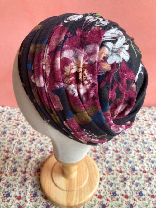turban_chimio_pelade_fleurs_noir